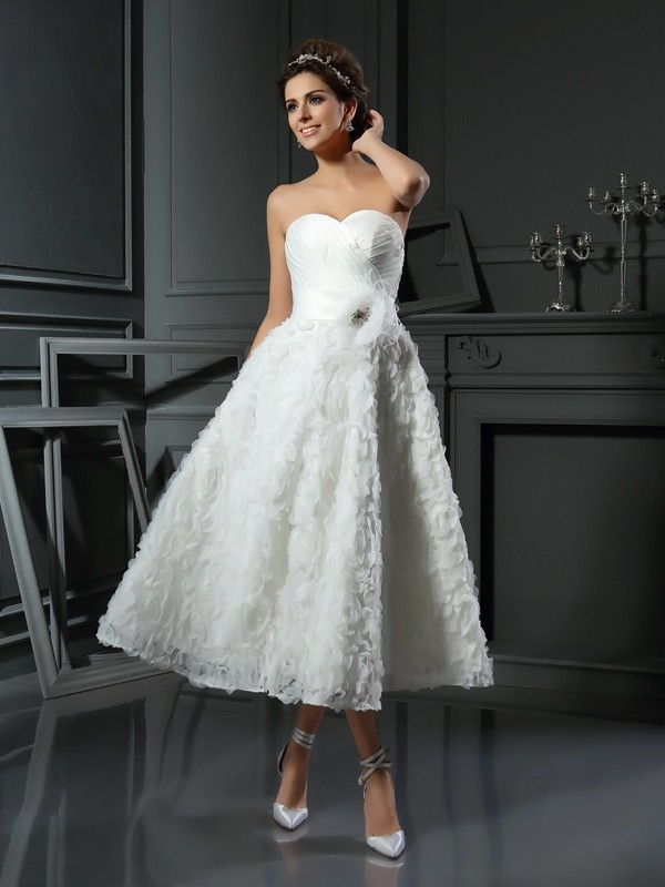 A-Line Sweetheart Satin Tea-Length Bowknot Bridal Gown