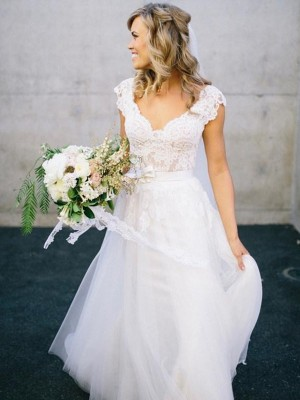 A Line V-neck Floor-Length Sleeveless Lace Tulle Bridal Dress