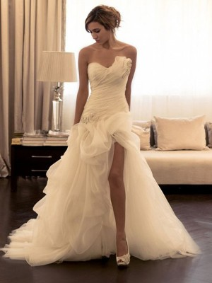 Ball Gown Organza Beading Sweetheart Sleeveless Sweep/Brush Train Wedding Gown