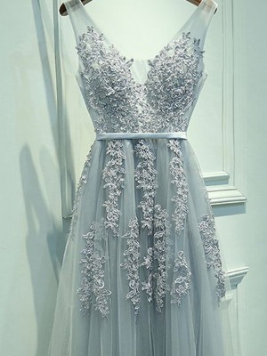 A-Line Sleeveless V-neck Tulle Applique Floor-Length Prom Gown