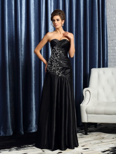 A-Line/Princess Sweetheart Beading Long Satin Mother of the Bride Dress