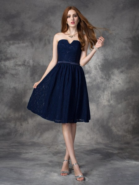 A-line/Princess Sweetheart Lace Short Lace Bridesmaid Dress