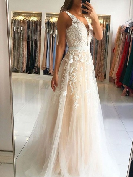 A-Line/Princess V-neck Sleeveless Sweep/Brush Train Tulle Applique Dress
