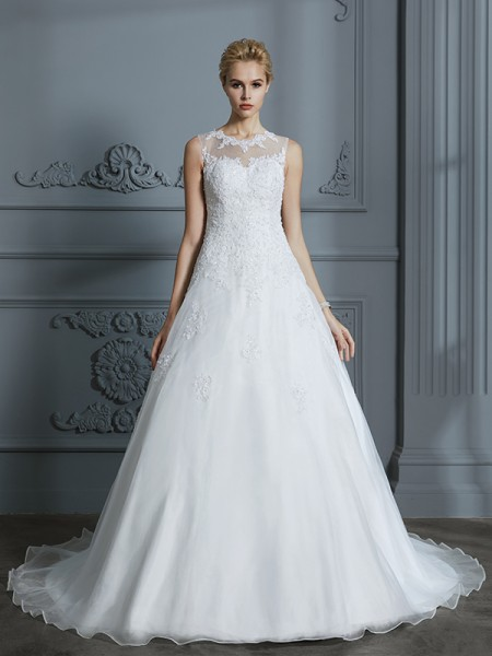 Ball Gown Tulle Scoop Court Train Applique Wedding Dress