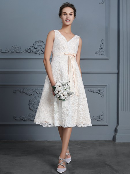 A-Line/Princess V-neck Knee-Length Lace Bowknot Wedding Dress