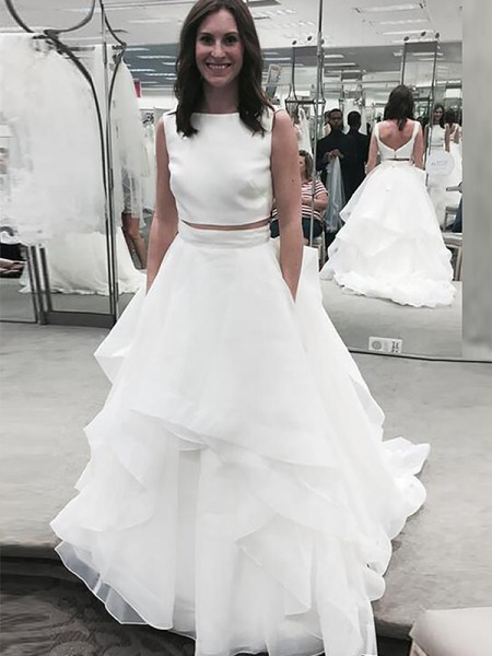 A-Line/Princess Bateau Chiffon Court Train Wedding Dress
