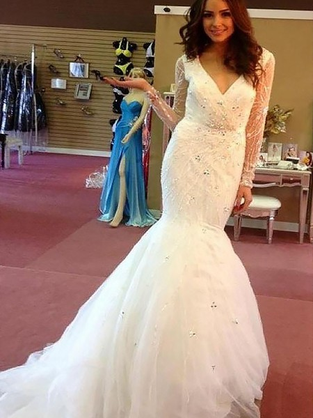 Trumpet/Mermaid Tulle Court Train V-neck Wedding Dress