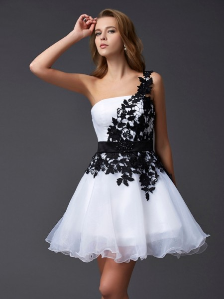 A-Line/Princess One-Shoulder Organza Homecoming Dress with Lace