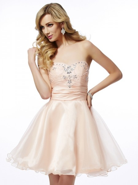 A-Line/Princess Sweetheart Beading Short Tulle Homecoming Dress