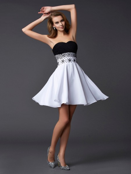 A-Line/Princess Sweetheart Beading Short Chiffon Homecoming Dress