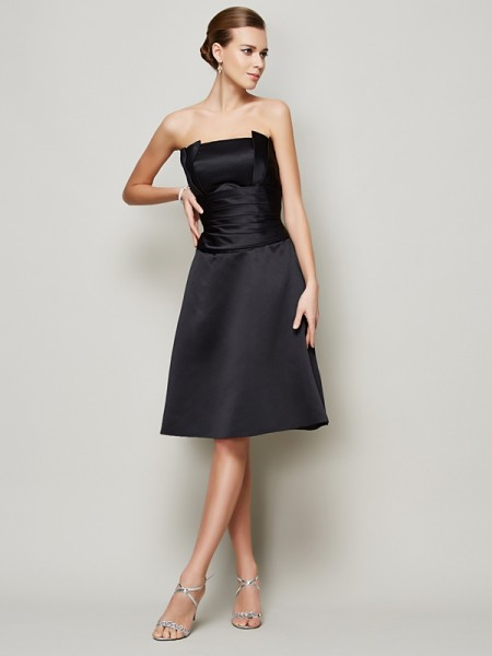 A-Line/Princess Strapless Pleats Short Satin Bridesmaid Dress