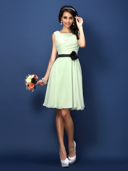 A-Line/Princess Bateau Pleats Short Chiffon Bridesmaid Dress