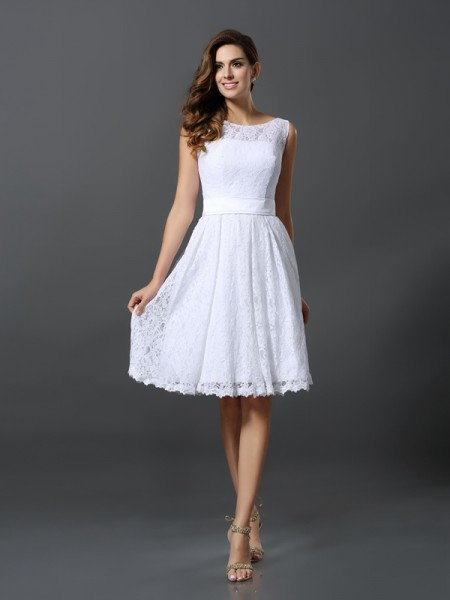 A-Line/Princess Scoop Short Lace Bridesmaid Dress