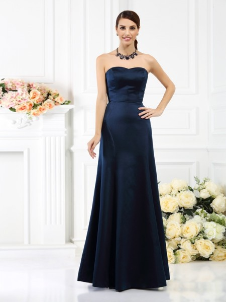 Sheath/Column Strapless Long Satin Bridesmaid Dress