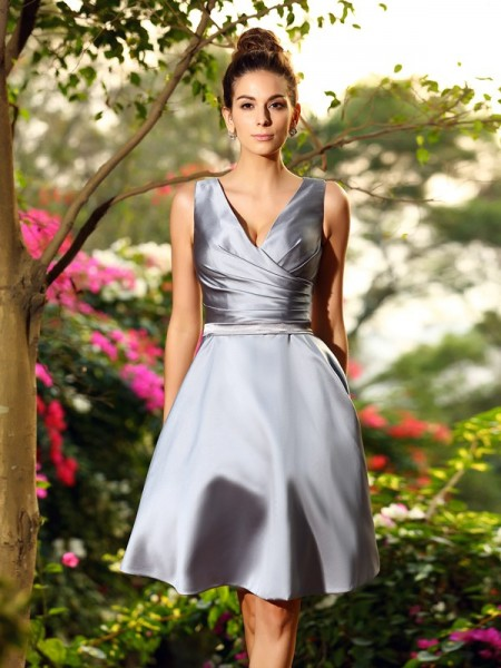 A-Line/Princess V-neck Ruched Short Satin Bridesmaid Dress