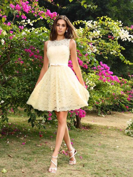 A-Line/Princess Scoop Lace Short Elastic Woven Satin Bridesmaid Dress