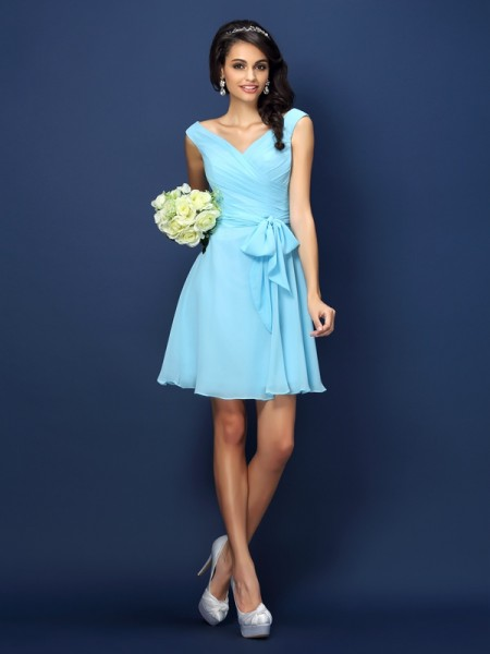 A-Line/Princess V-neck Pleats Bowknot Short Chiffon Bridesmaid Dress