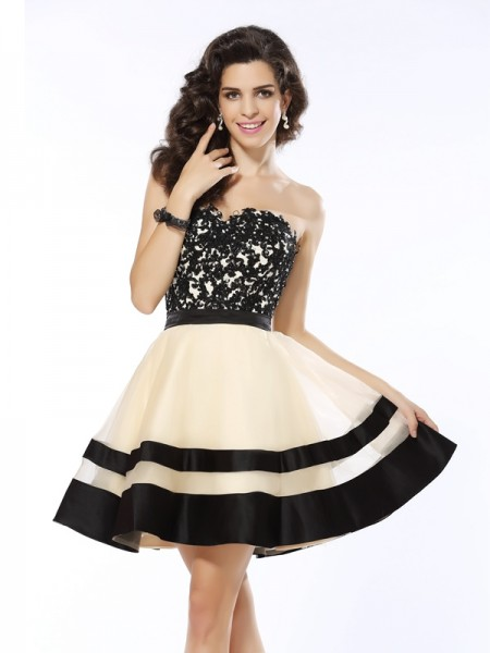 A-Line/Princess Sweetheart Applique Short Organza Cocktail Dress