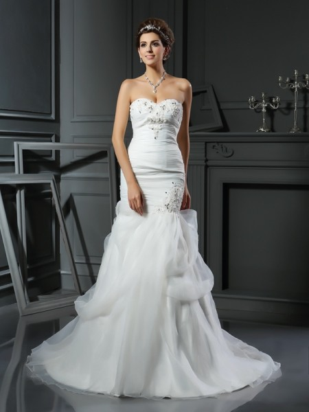 Trumpet/Mermaid Sweetheart Beading Long Net Wedding Dress