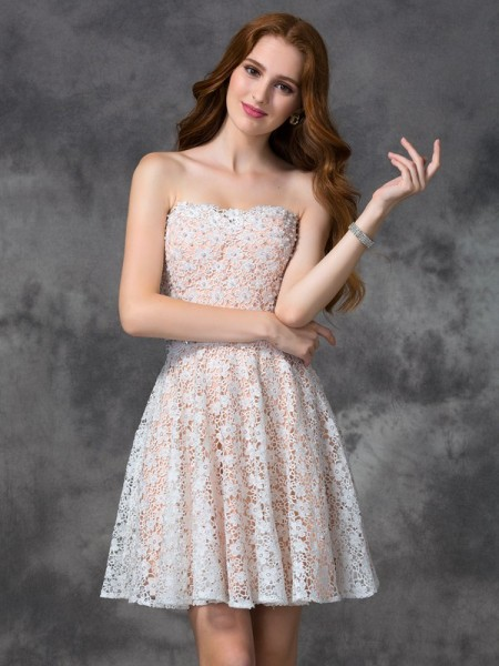 A-line/Princess Sweetheart Lace Short Lace Cocktail Dress