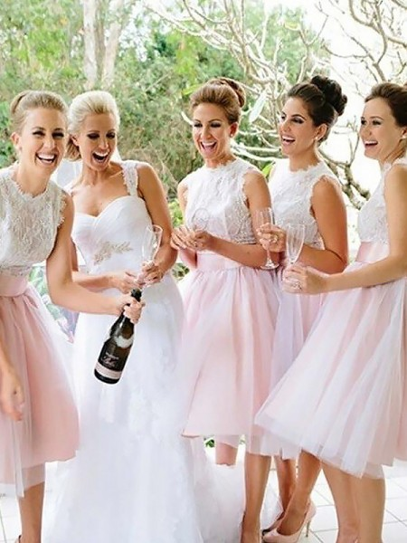 A-Line/Princess Tulle Scoop Knee-Length Bridesmaid Dress