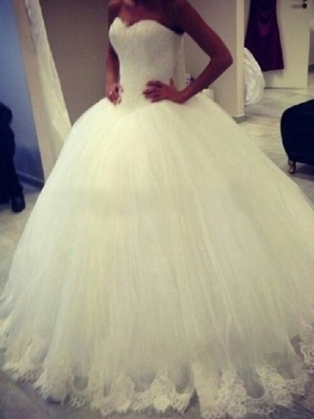 Ball Gown Sweetheart Sweep/Brush Train Organza Applique Wedding Dreses