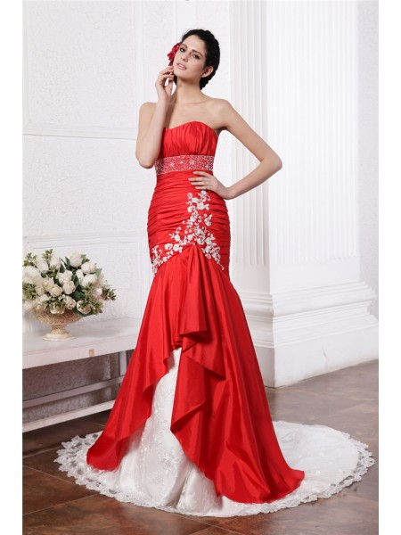 Trumpet/Mermaid Strapless Lace Applique Long Taffeta Wedding Dress