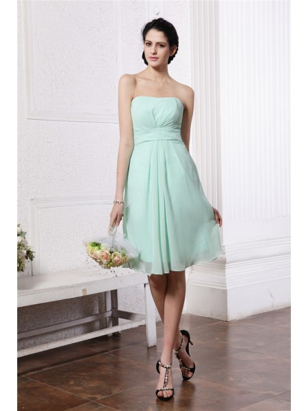 Sheath/Column Strapless Pleats Short Chiffon Bridesmaid Dress