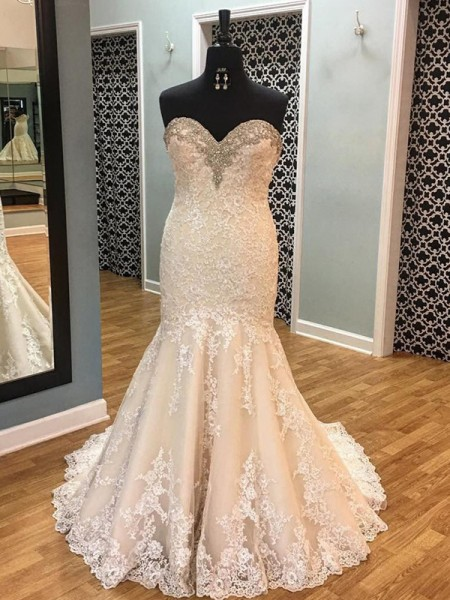 Trumpet/Mermaid Sleeveless Applique Tulle Sweetheart Court Train Wedding Dresses
