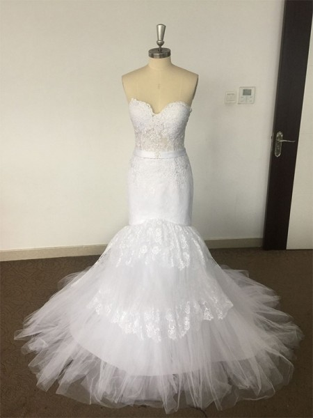 Trumpet/Mermaid Sweetheart Court Train Lace Tulle Wedding Dress